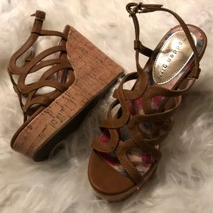 Excellent condition madden Girl Wedges